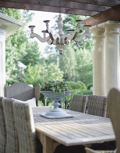 Beautiful, simple outdoor dining space