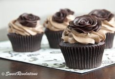 How to make modeling chocolate and chocolate roses chocolates, chocolate cupcakes, dark chocol, tutorial, rose cake, cupcake cakes, cupcake toppers, modeling chocolate, chocol roses1