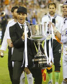 Cristiano con su segunda copa del Rey con el Real Madrid
