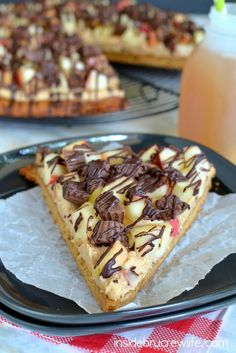 Peanut Butter Apple Pizza - peanut butter cookie topped with peanut butter filling, fresh apples, and Reese's peanut butter cups.
