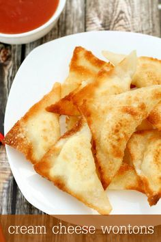 Delicious Cream Cheese Wontons recipe - a family favorite! { lilluna.com }