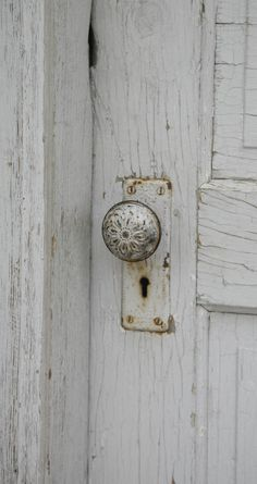 White the doors, carl bechtold, beautiful door knobs, old doors, door vintag, white doorknob, chippi white, beauti door, vintage style
