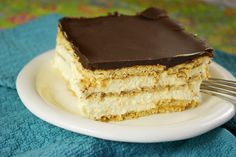 Creamy & delicious No-Bake Chocolate Eclair Dessert  www.thekitchenismyplayground.com  #nobake