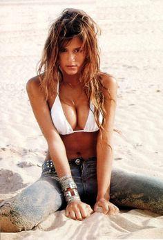 Luli Fernandez: Luli Fernandez deslumbra en la playa