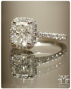 I want this ring. Maybe in a few years I'll add a halo to mine