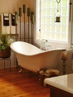 Old-fashioned bath tub