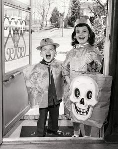 vintag halloween, vintage halloween, paper bag, front doors, halloween kids, vintage kids, halloween costum, happy halloween, treat
