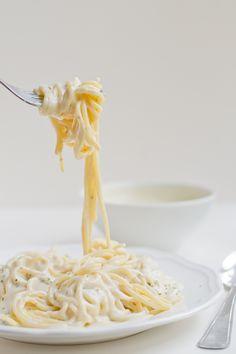 Vegan Pasta Alfredo | minimaleats.com #vegan #pasta #glutenfree