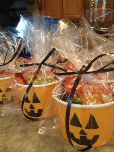 Fun, easy and inexpensive treats/gifts for students, teachers or friends!! Use plain orange cup/small bowls ( found mine at target, 10 for $1!), use a black marker to draw jack-o-latern face and fill with goodies/treats. Use clear treat bags and green or blacks ribbon to complete. My little boy gave these to his class for snacks on Halloween:)