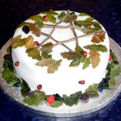 Handfasting cake, minus the star and the ladybugs. I love the leaves though