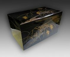 Japanese lacquer gift box at www.Jcollector.com
