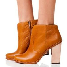 Hello to the perfect everyday bootie! Raylin designed by #kristincavallari for #chineselaundry