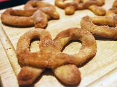 Sweeten up game day with these Cinnamon-Sugar Soft Pretzels from FN Dish.