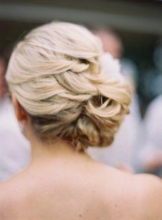 Прическа убранная назад для невесты