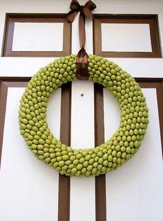 5 Fabulous Acorn Wreath Tutorials for DIY Lovers
