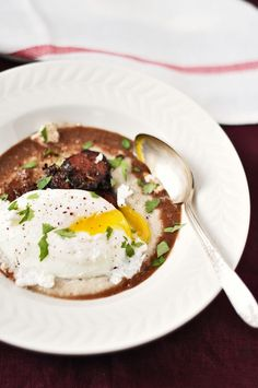 poached egg, sausage and grits