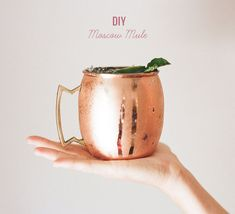 DIY Moscow Mule -- the perfect drink for your wedding or the weekend!