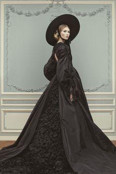 Ulyana Sergeenko Couture весна-лето 2013 #black #dress #gown #hat #romantic #baroque #mourning #fashion #editorial