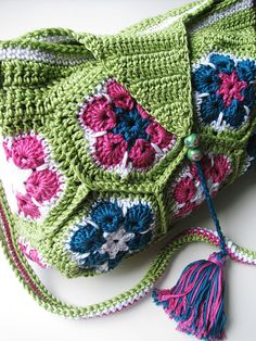 Crochet bag, African Flowers by Yarn-Madness, via Flickr