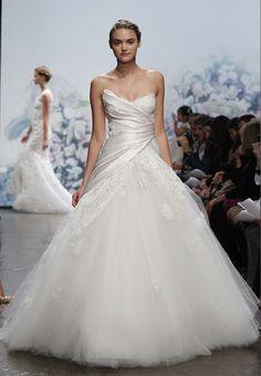 Monique Lhuillier Tulle Ball Gown #Bridal #weddingdress Photo: Fairchild Archives