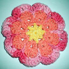 Free large flat flower motif pattern!