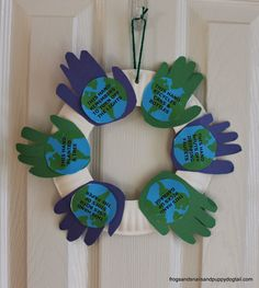 Handprint Wreath for Earth Day-kid craft by FSPDT