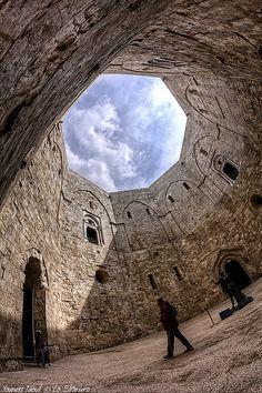 Castel Del Monte (interno) - comune di Andria, Italia