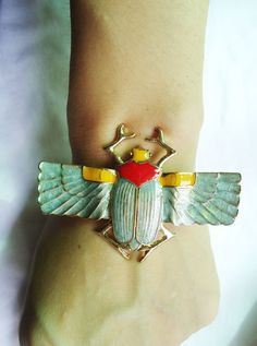 how cool is this creepy crawler? I love funky bug/insect jewelry like this.