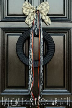 Gorgeous Halloween Ribbon Wreath on { lilluna.com } #wreath