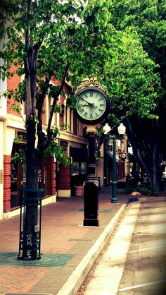Street clock in Redlands