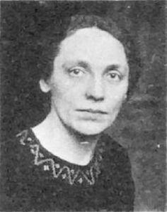 Marie Juchacz, geborene Gohlke, wurde 1878 in Landsberg an der Warthe geboren. Die deutsche Sozialreformerin, Sozialdemokratin und Frauenrechtlerin starb 1956 in Düsseldorf. Marie Juchacz gründete 1919 die Arbeiterwohlfahrt (AWO) und war bis 1933 ihre erste Vorsitzende.