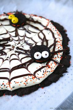 Oreo Spider Web Cookie Pizza from Lauren's Latest by laurenslatest, via Flickr  http://www.laurenslatest.com/oreo-spider-web-cookie-pizza-play-up-dessert-with-oreo-recipe-challenge-giveaway