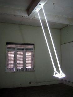 Su-Mei Tse - Swing (2007) - Neon tubes and motor