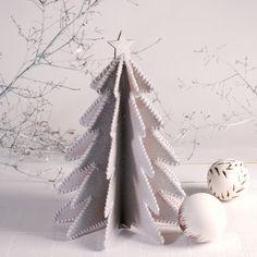 Decoración blanca árbol navidad de cartón
