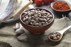 Try this easy recipe for pinto beans with garlic for a healthy side dish! pinto bean, side dish