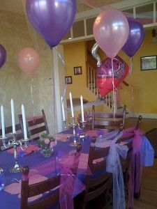 Inspired by Fancy Nancy! Super cute table decorating ideas for the little girls to host a Fancy Nancy Themed Birthday Party. Pink and Purple Party
