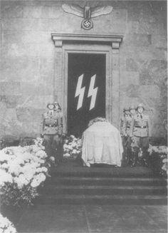 Heydrich's coffin in Berlin