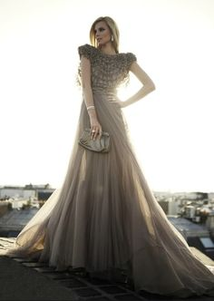 this dress is gorgeous, the skirt goes perfectly with the skirt and the top, ruffles! just saves it from becoming a disaster (the beige colour) would never think to use beige ,so Elie Saab. Yet she still puts a modern twist on it, the metallic clutch just ties it up up into an elegant chic parcel.