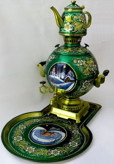Green Russian Samovar..lovely.  ;p