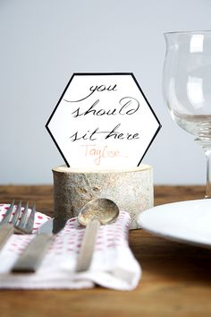 Free placecard printable and wood slice instructions! #MyBrilliantIdea #CleverGirls #dremel