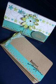 Belle idée de mini album: http://scrappando.typepad.com/cartaericordi/2010/07/le-rubriche-di-scrappando-minialbum-con-custodia.html