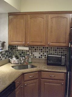 Ashley's Rowhome: My $13 Kitchen facelift. DIY backsplash with placemats!