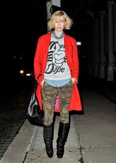 Winter Outfit Idea Dress up camo pants and a graphic sweatshirt with a chic red coat and sexy, tall black boots. Outfit Ideas, Outfits Inspiration, Style Inspiration, Street Style, Camo Pants, Winter Outfits, Outfits Ideas, Fall Winte Fashion, Red Coats