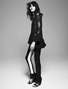Melissa Stasiuk wears Top RÜTZOU, bukser ACNE, sandaler FRIIS & CO. Cover Magazine #82