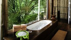 Montage: 50 Tubs with a View | | style carrot | - via http://bit.ly/epinner