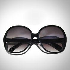 {oversized sunglasses} oh so Jackie O!