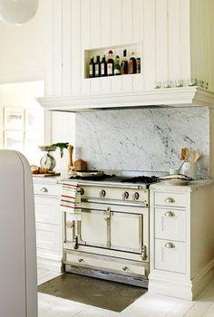White La Cornue and Carrara Marble back splash