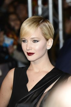 Jen went glam goth for the Catching Fire premiere in Paris