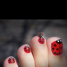 would be fun for a spring or summer pedicure, but maybe just the big toe and not all of them.