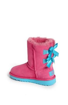 Too cute! Love the bows on these boots.